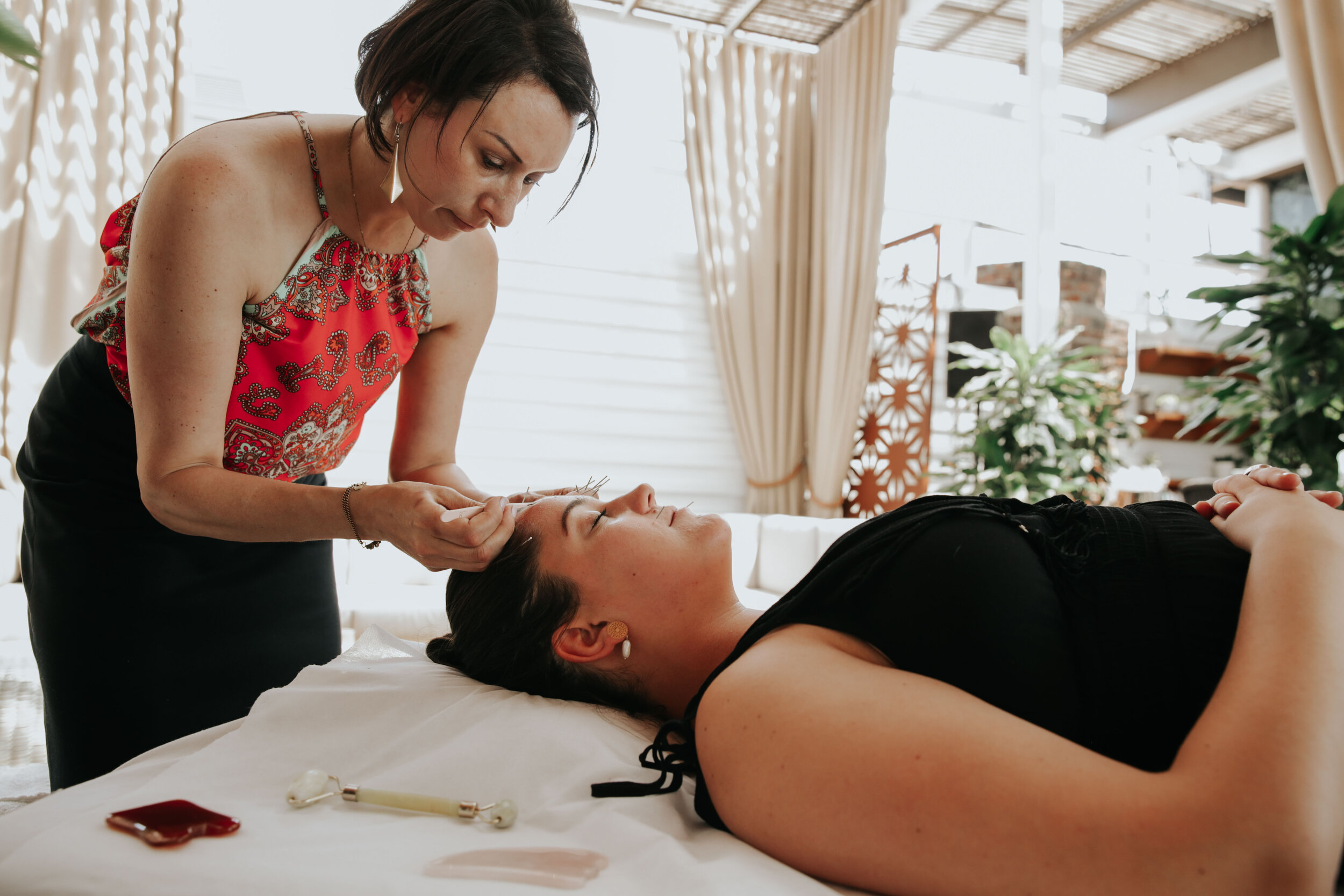 mindful mini–spa - Treat yourself to a holistic green beauty treatment. Discover the latest techniques that you can try for your own self care rituals and educate yourself on the benefits of clean beauty products.