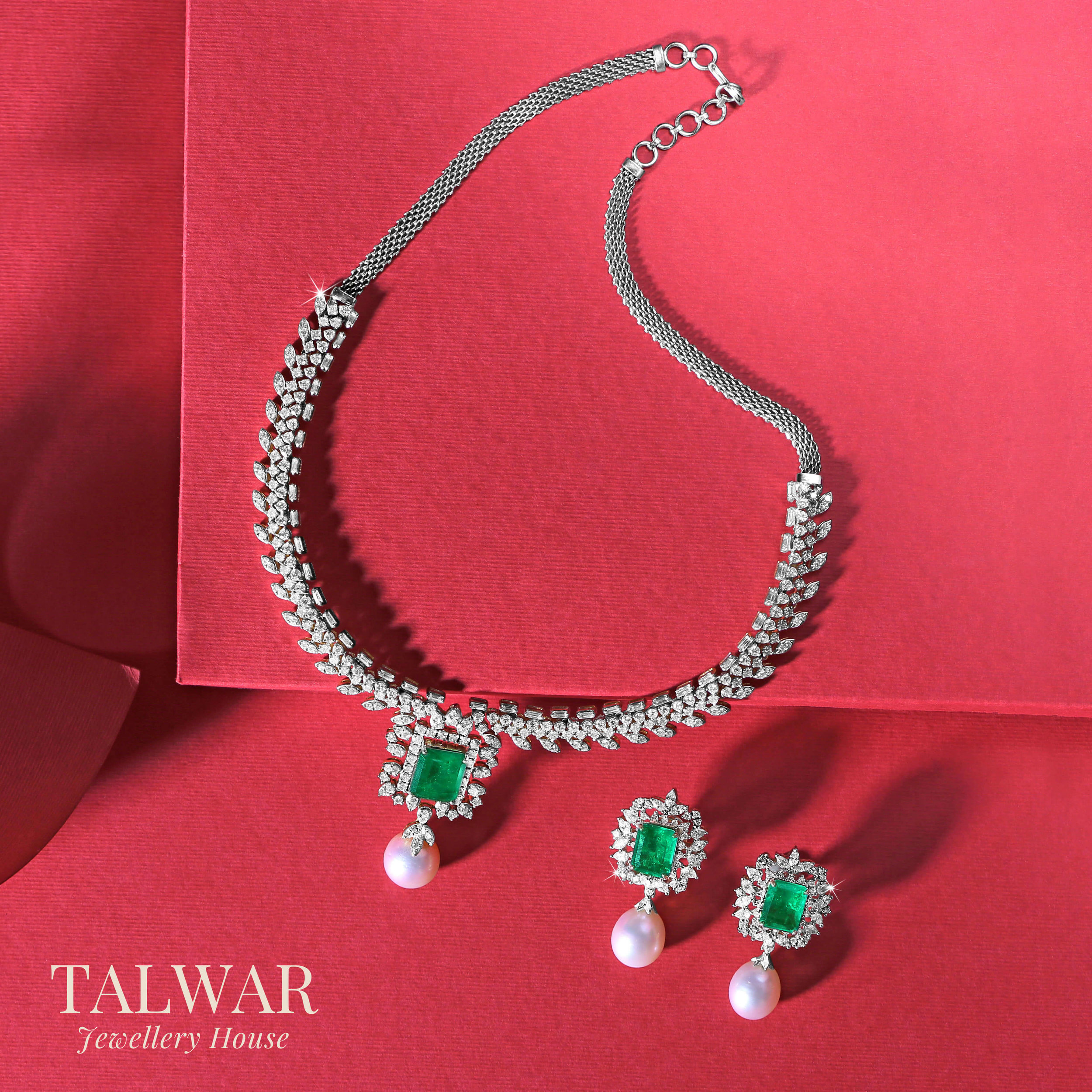 Green Emerald and Pearl Necklace