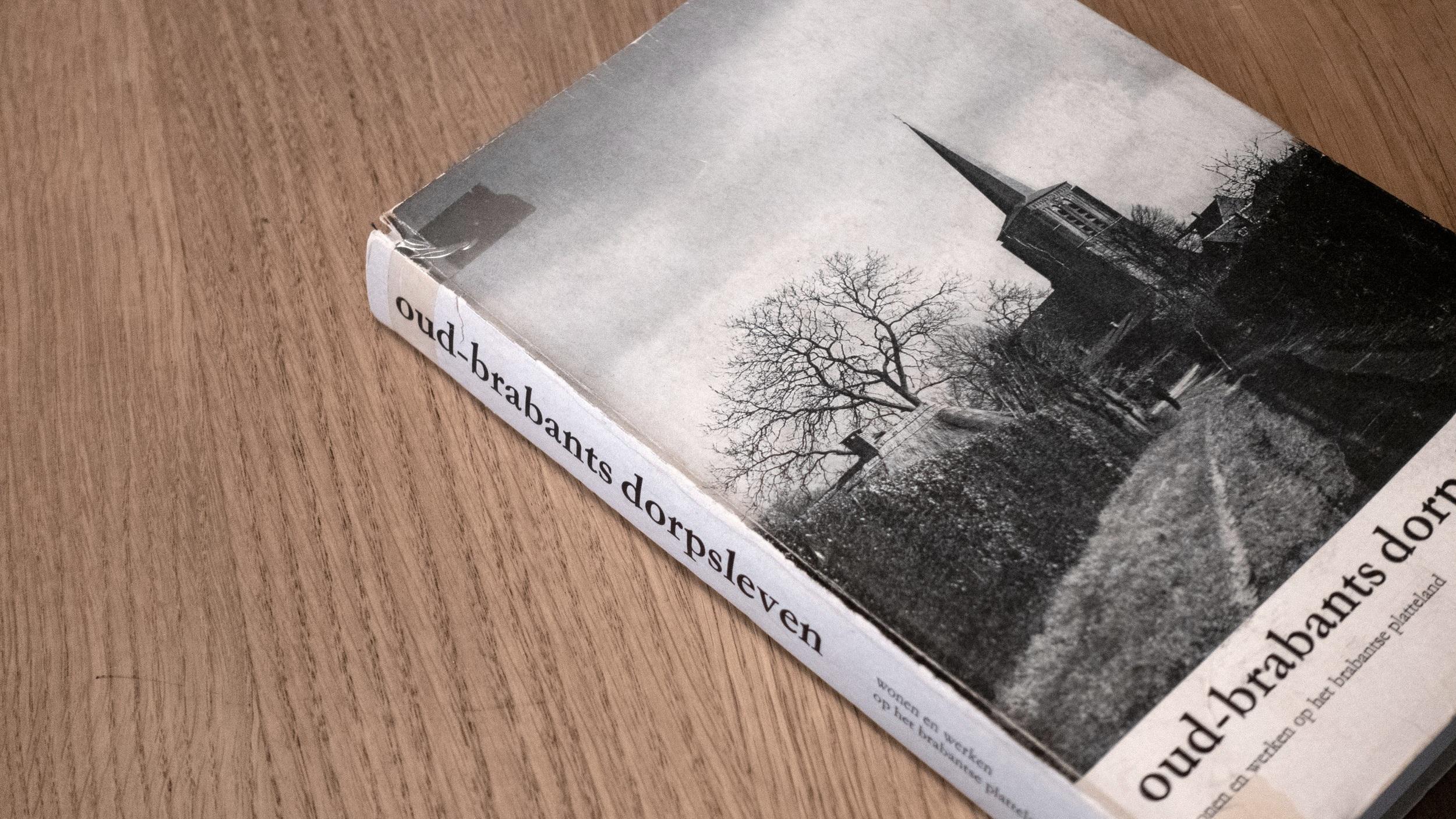 """Het boek """"0ud-brabants dorpsleven"""", uitgebracht in 1972."""