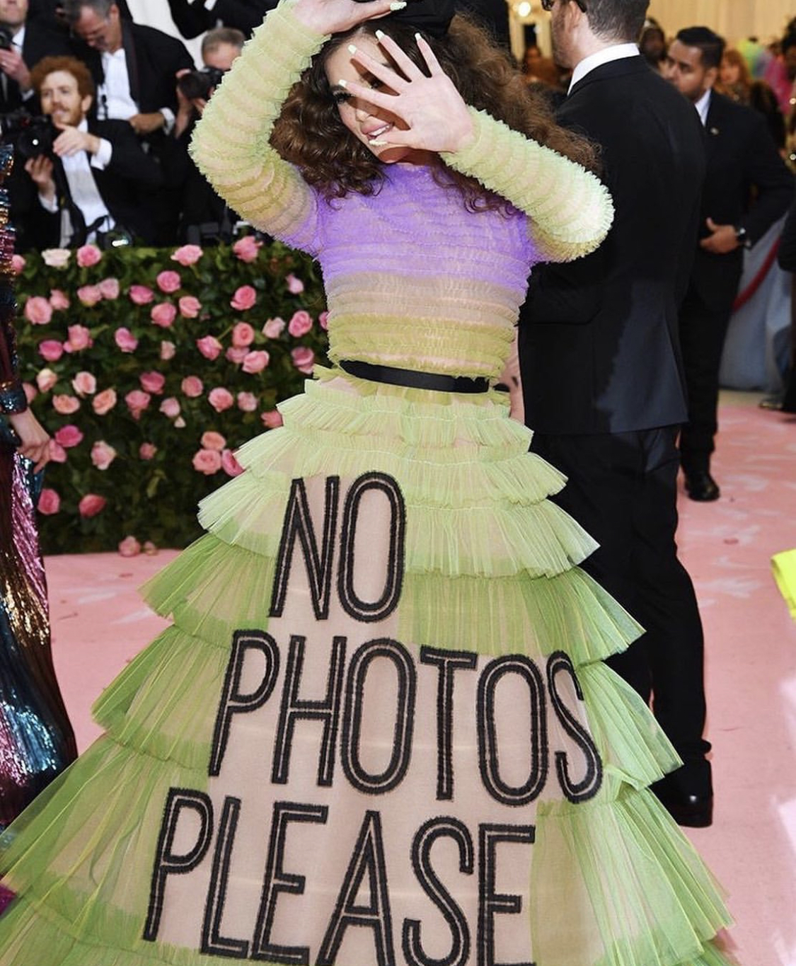 PAPARAZZO BEWARE: HAILEE STEINFELD IN VICTOR & ROLF