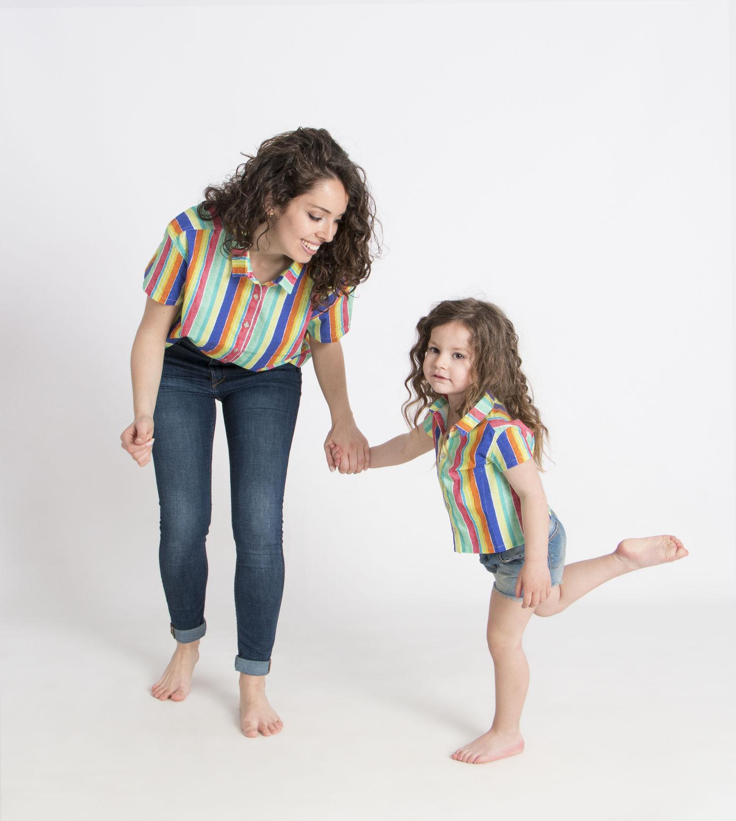 madre e hija iguales_camisa_rayas.jpg