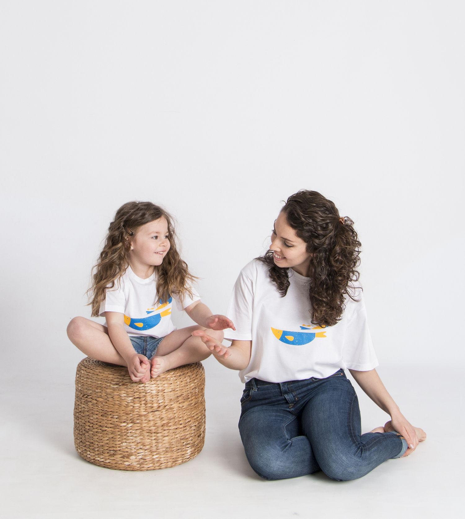 madre e hija iguales_camiseta peces.jpg
