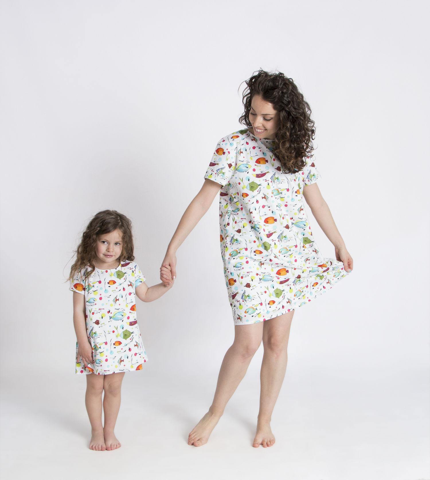 madre e hija iguales_vestido_peces.jpg