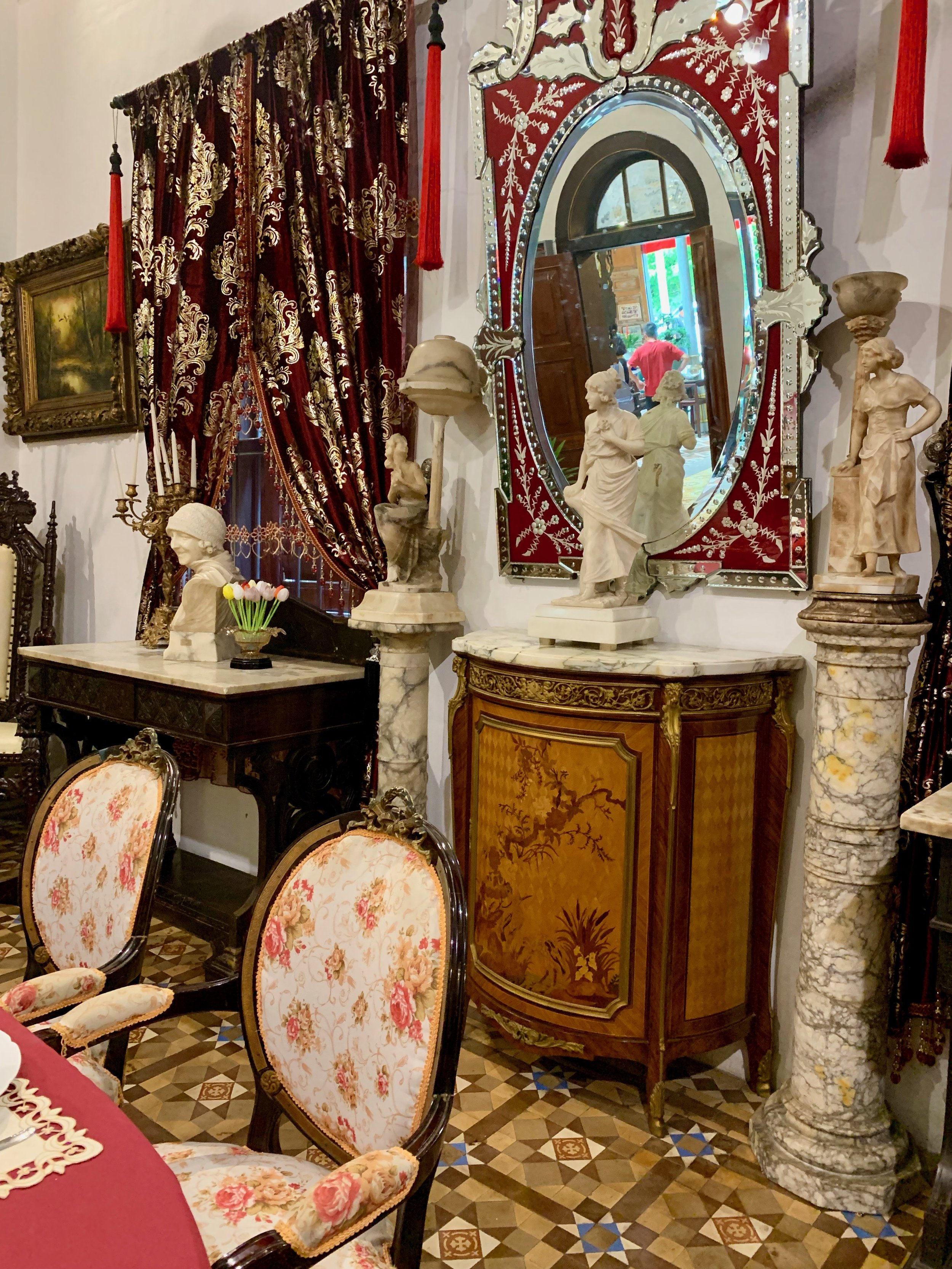 The tour guide took great pleasure in sharing this interesting seating arrangement in the European dinning room with us. If you were seated at the head of the table, this mirror was discretely placed so that you could take a glance and see whom might be entering the front door of the mansion.