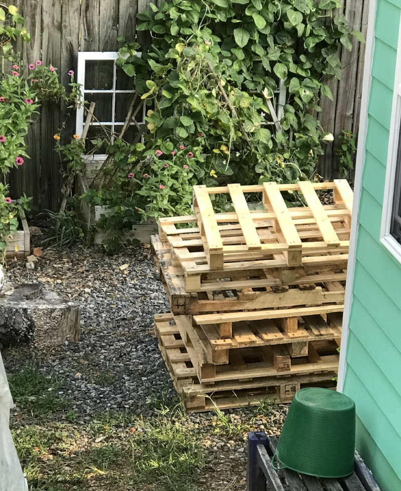 wood pallets for building compost bin