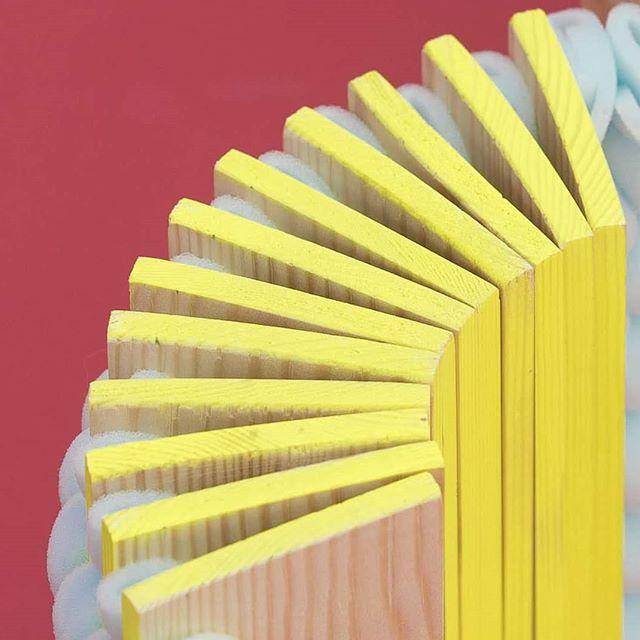 . . . . . #degreework #textiledesign #flexiblestructure #weaving #weavingwithwood #detail
