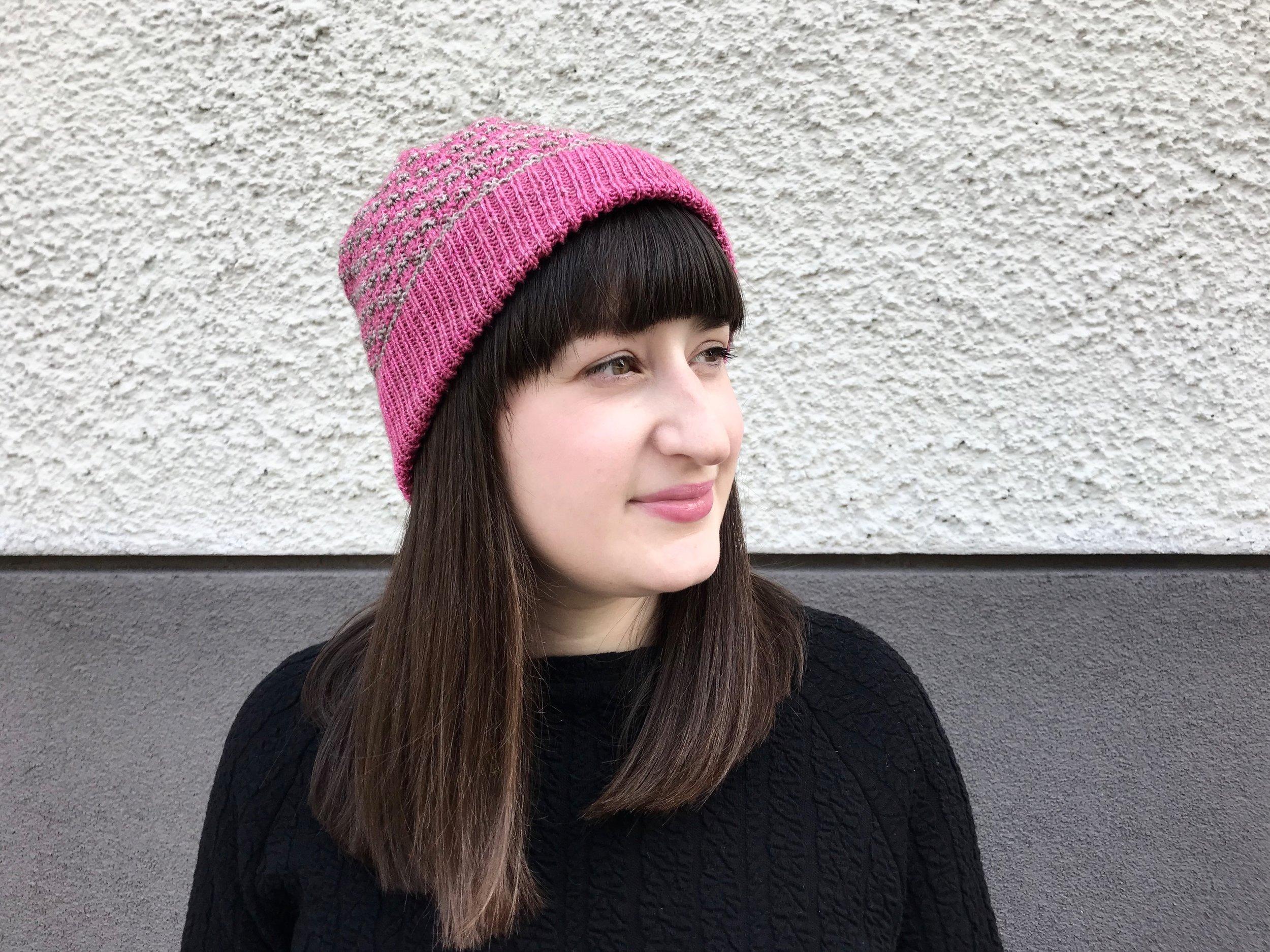 Fiona Alice on neulesuunnittelija, joka on julkaissut kirjan  Take Heart: A Transatlantic Knitting Journey .