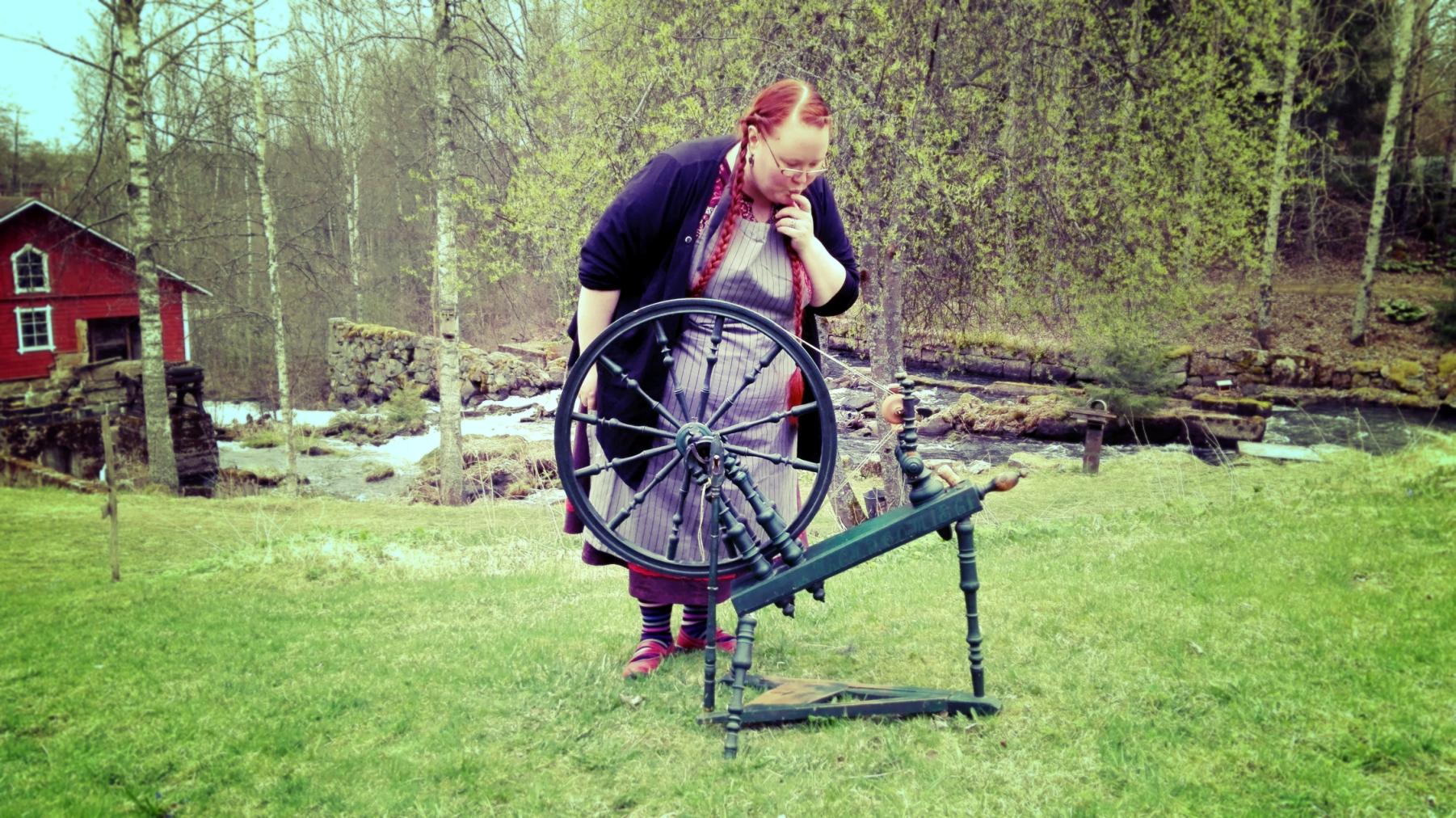 Laura Hämäri tulee helsinkiläiselle Kutomo Craft Studiolle opettamaan käsityökursseja.