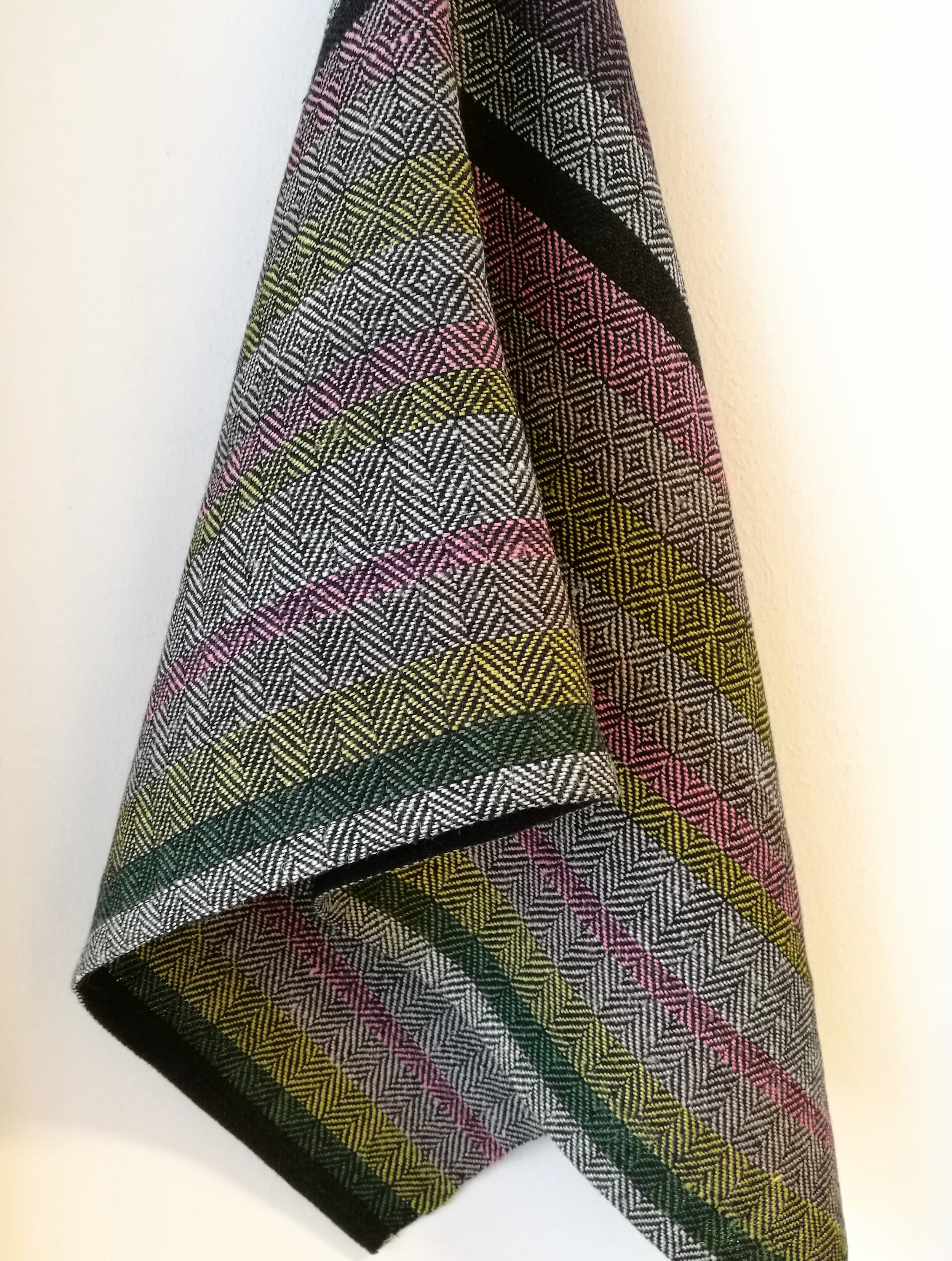 Small towel woven on the linen warp