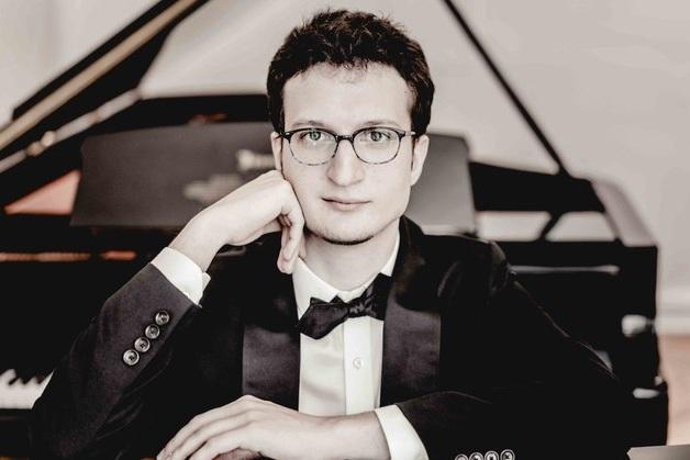 Rodolfo Leone - - piano -