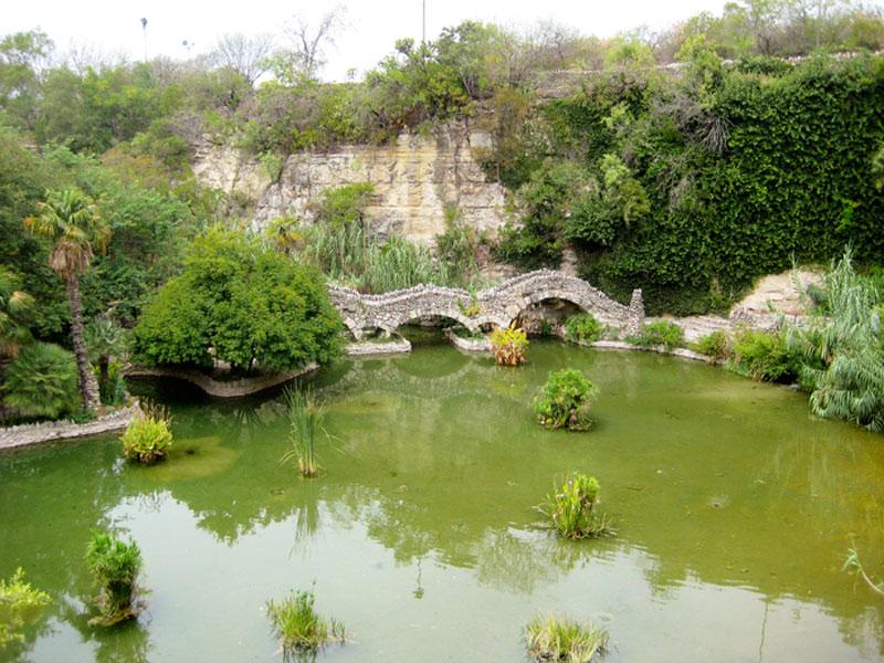 A small section of the Japanese Tea Garden in San Antonio, Texas. | Earthtones Travel + Design Blog | Roo Bea Design Co