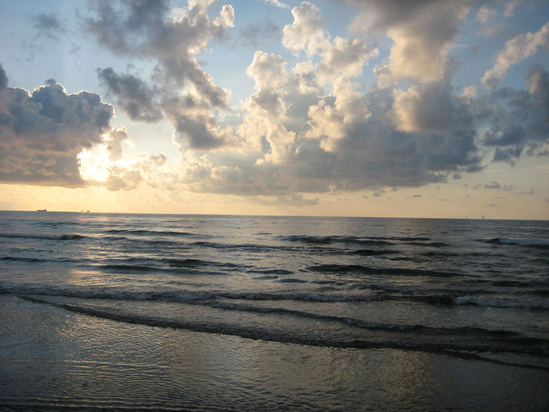 Aransas Beach Sunset | Earthtones Travel + Design Blog | Roo Bea Design Co
