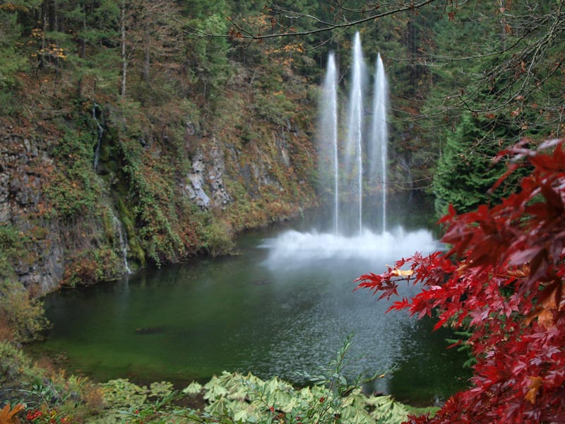 Water Features at The Butchart Gardens in Victoria, British Columbia | Earthtones Travel + Design Blog | Roo Bea Design Co