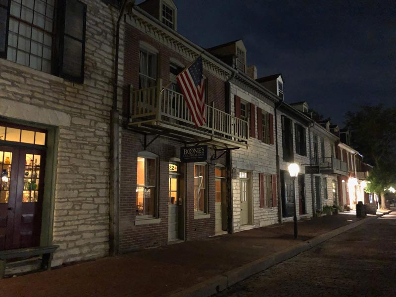 St. Charles, Missouri at Night - The Katy Trail   Earthtones Travel + Design Blog   Roo Bea Design Co.