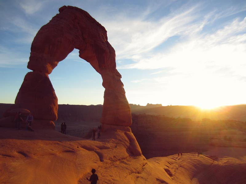 Hike to Delicate Arch at Arches National Park | Earthtones Travel + Design Blog | Roo Bea Design Co.