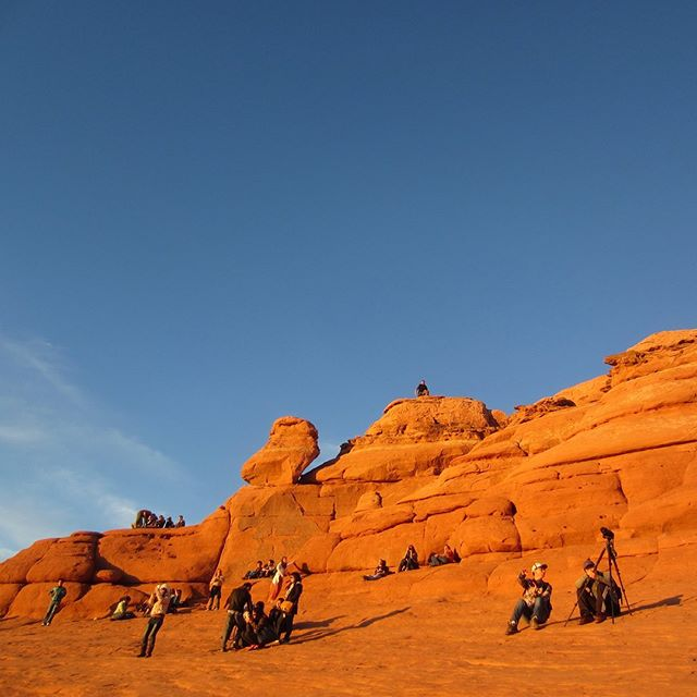 The perfect spot for a sunset celebration! 🥳 ☀️✨ Have you ever hiked to Delicate Arch to watch the sun go down? . . Learn more about Arches National Park on the blog (link in bio). . . . #sunset #sunsets #sunsetlover #delicatearch #delicatearchtrail #celebrate #arches #archesnationalpark #archesnps #moab #moabutah #moabadventures #nationalparks #nationalpark #hike #hikeutah #photography #hiketheworld #landscapephotography #roadtripusa #roadtripdestination #destinations #bucketlist #besthikes #watchthesungodown #redrocks #sandstone #naturalwonders #amazingnature #landscape_lovers