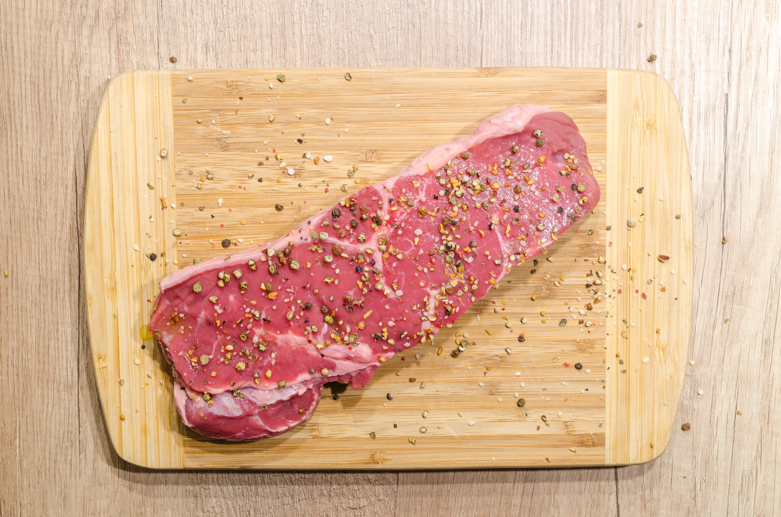 beef-chopping-board-fillet-618775.jpg