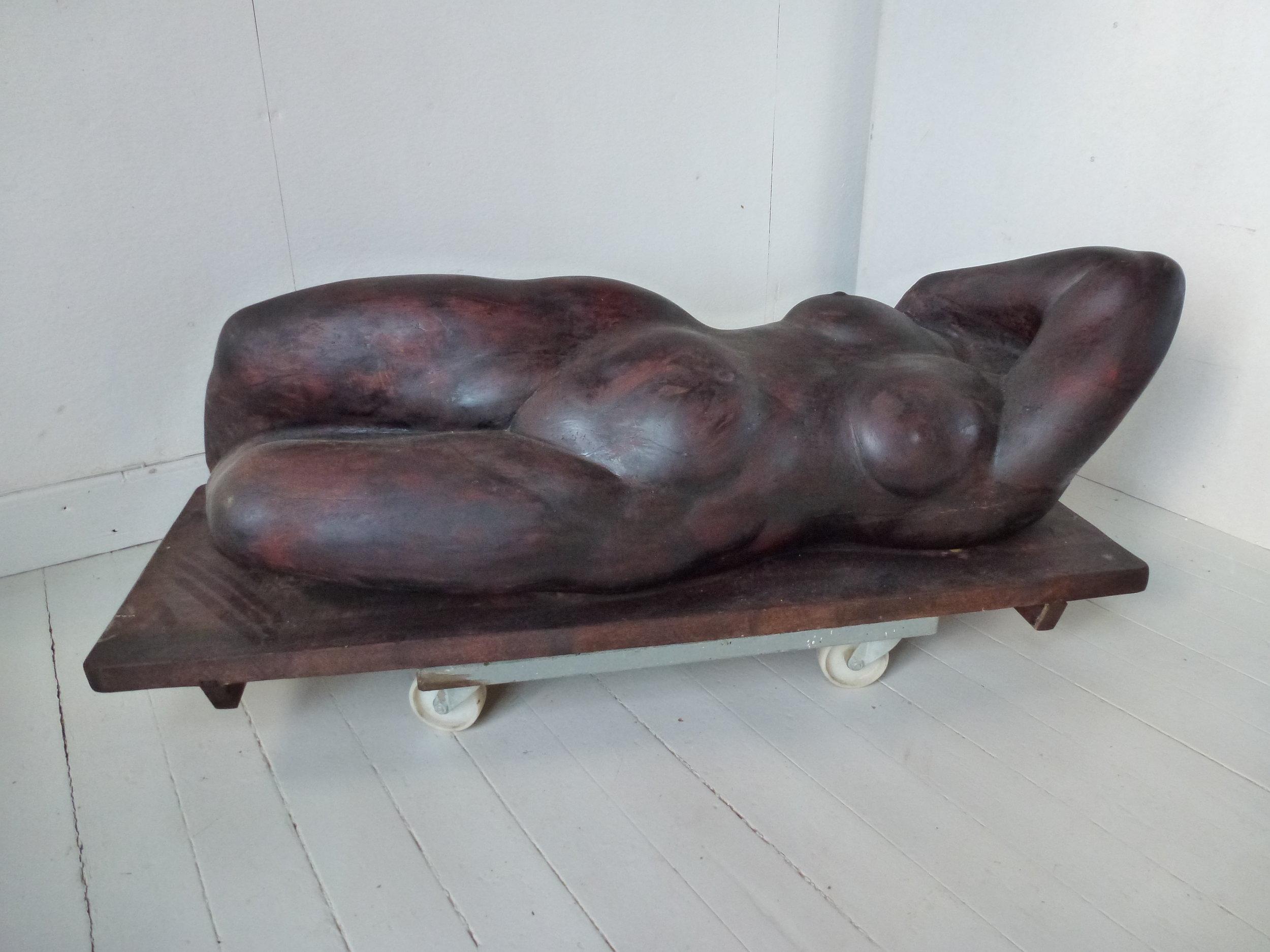 Liggende træfigur, kr. 45.000