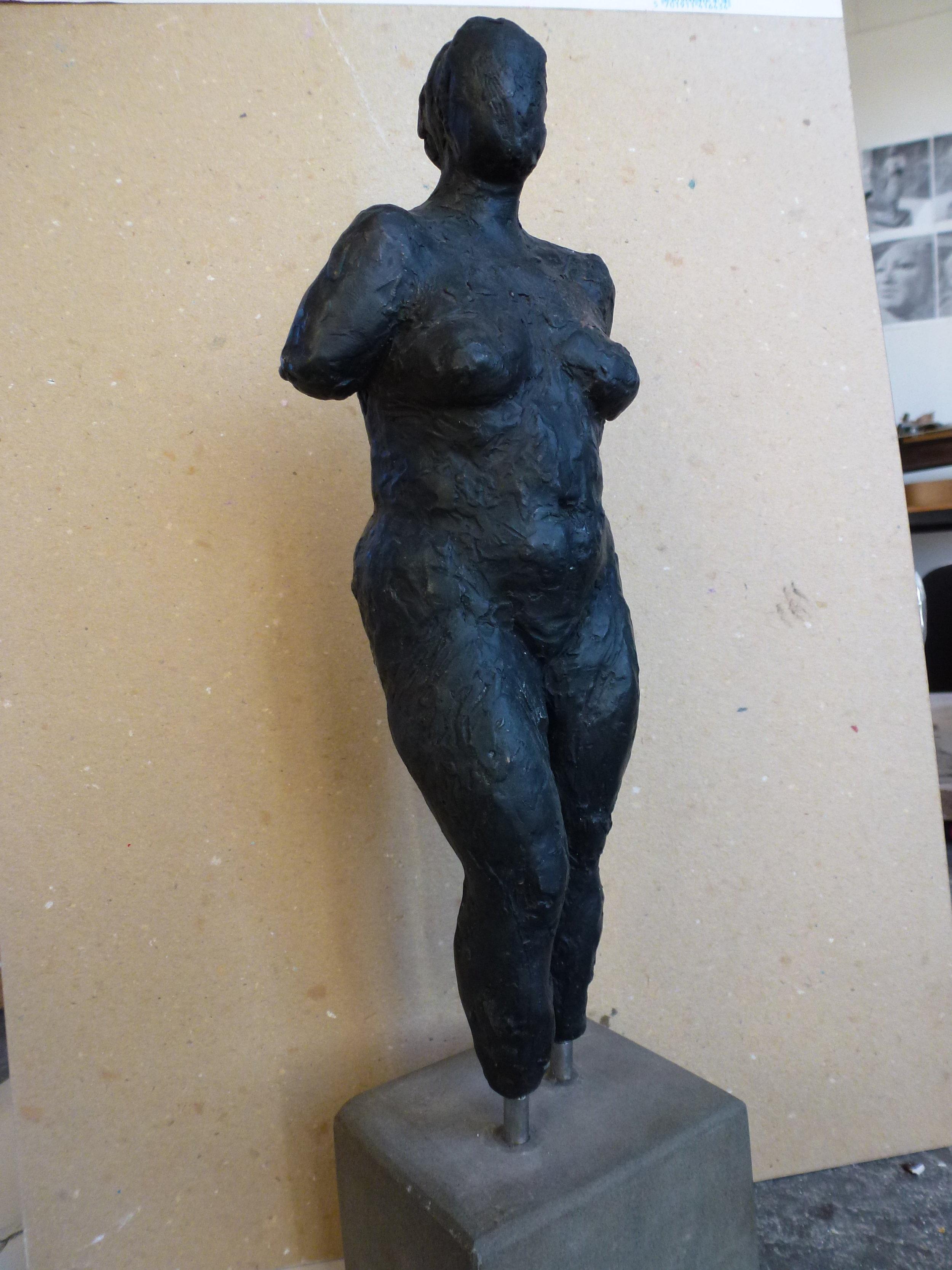 Stående bronzefigur kr. 7.000