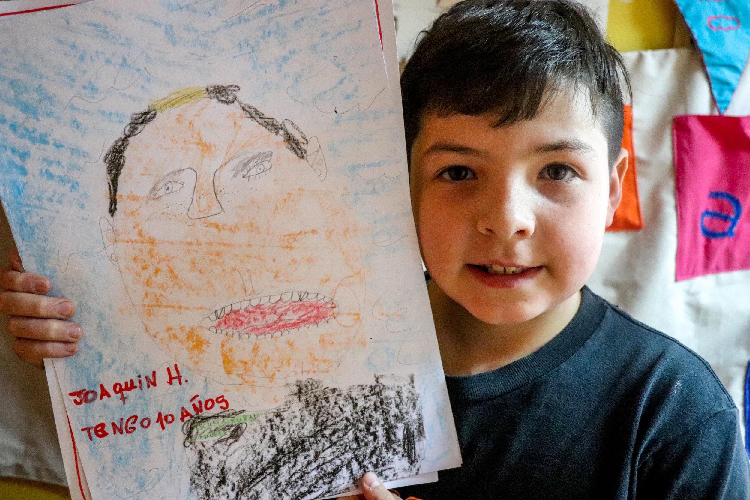 Dona un taller de creación literaria en una escuela rural que durará una semana. -
