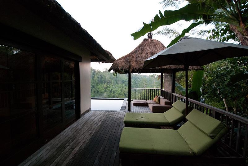 Ubud Hanging Gardens deck bali hotel room