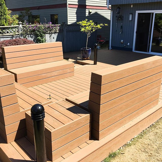This patio was made for sunny days!☀️ A bright, open space created for entertaining, reading a book or having your morning coffee. — #solconstruction #vancouverbackyard #patioseason