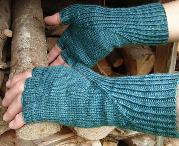 Here is an image of the glove from the pattern on Knitty. Click  here  if you want to go to the pattern.