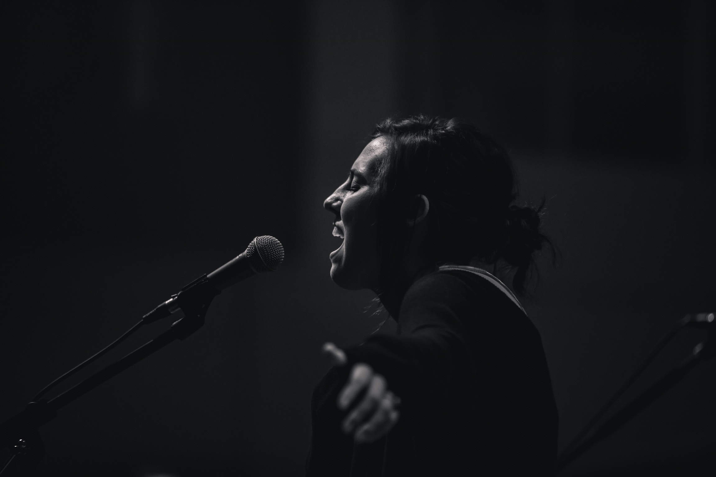 girl.singing.dark.jpg