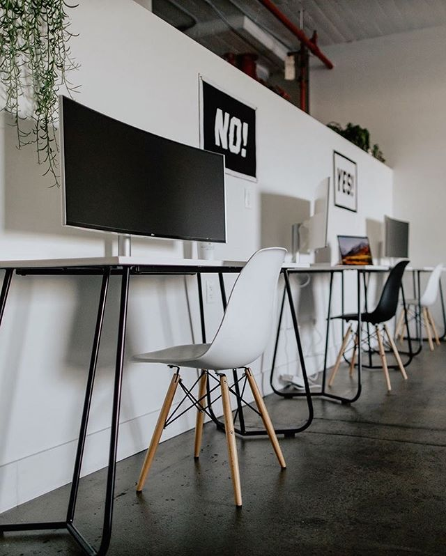🚨 PRICE DROP 🚨  Desks are now just $450/mo. and table share is only $250/mo. 🔘24/7 access 🔘 nitro cold brew and chai tea on tap 🔘 locker storage 🔘 semi-private meeting space 🔘 one hour shoot time at the studio each month  check out thehauntla.com to apply today!