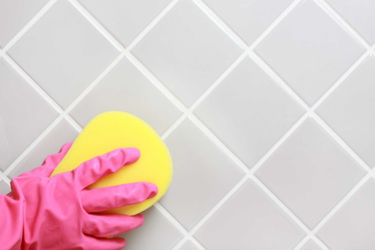 Make a Non-toxic Bathroom Cleaner - Follow the instructions to clean your bathroom:1. Mix 1 2/3 cups of baking soda and 1/2 cup of liquid soap in a bowl. Dilute with 1/2 cup of water and add 2 tablespoons white vinegar. Stir the mixture with a fork until any lumps have been dissolved. Pour the liquid into the bottle. Shake well before using.2. Scrub with a nylon-backed sponge. Rinse off with water.