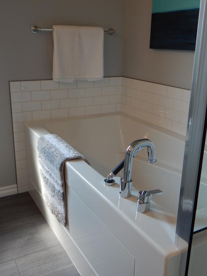 Can Clean Bathroom Tiles and Tubs - Sprinkle baking soda in your tub or on the tiles. Rub with a damp cloth or sponge. Rinse thoroughly and you'll see the difference after.To clean grout, put 3 cups baking soda into a medium-size bowl and add 1 cup warm water. Mix into a smooth paste and scrub into grout with a sponge or toothbrush. Rinse thoroughly and dispose of leftover paste when finished.