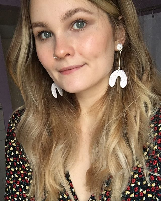 Upstaged by my own earrings 🌟 @kajucreations