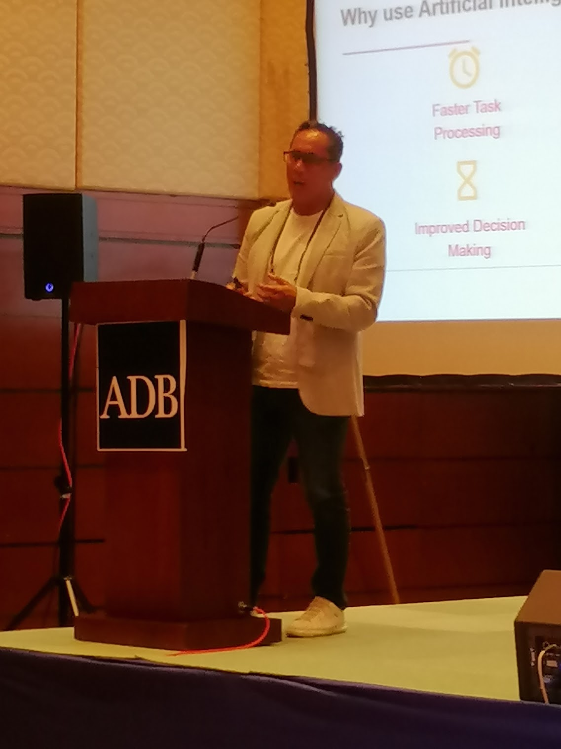 2:31 p.m. - Mario Domingo, CTO of CHI-X Global Technologies Philippines demystifies the concept of artificial intelligence while discussing digital transformation.