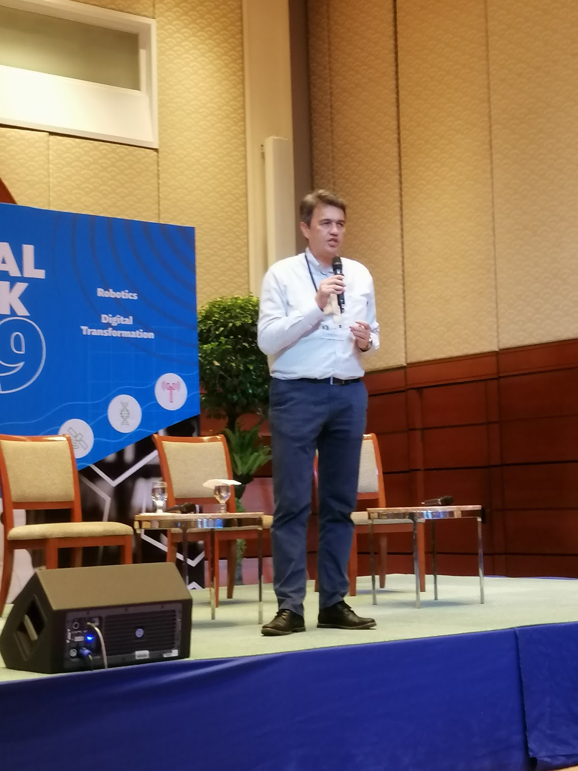 """3:17 p.m. - """"We're going back to the fundamental question of why we need to learn.""""The Future of Knowledge Management and Learning has started. Antoine Ting, Director, KPMG Business School at KPMG Singapore, gives the opening remarks."""