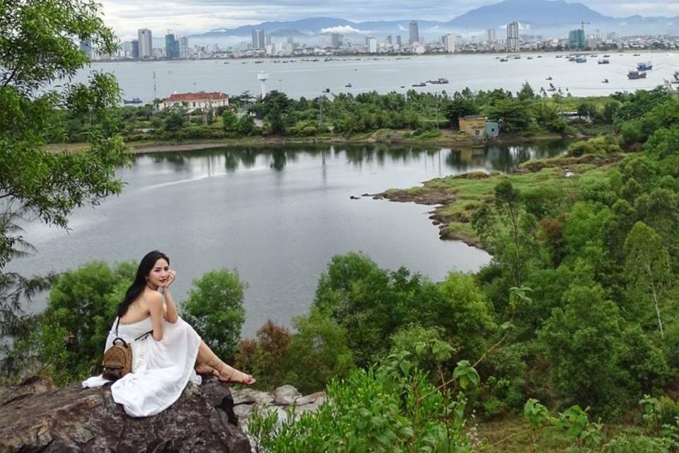 girl-lake.jpg
