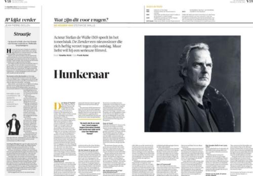 Hunkeraar - Acteur Stefan de Walle (50) speelt in het toneelstuk De Zender een nieuwslezer die zich heftig verzet tegen zijn ontslag. Maar liefst wil hij een serieuze filmrol.