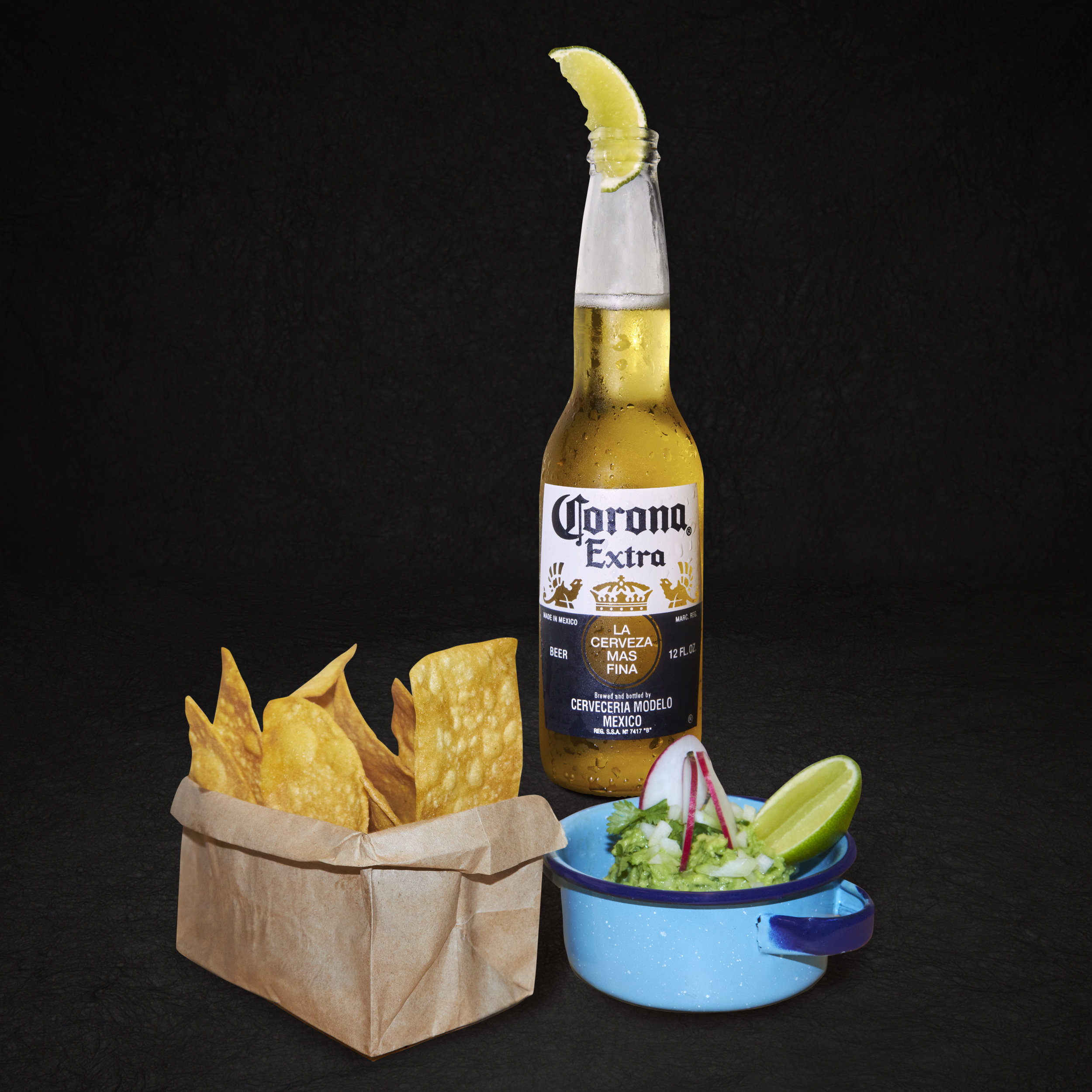 Mariachis-Food-sep20180003-chips-giacamole-corona.jpg