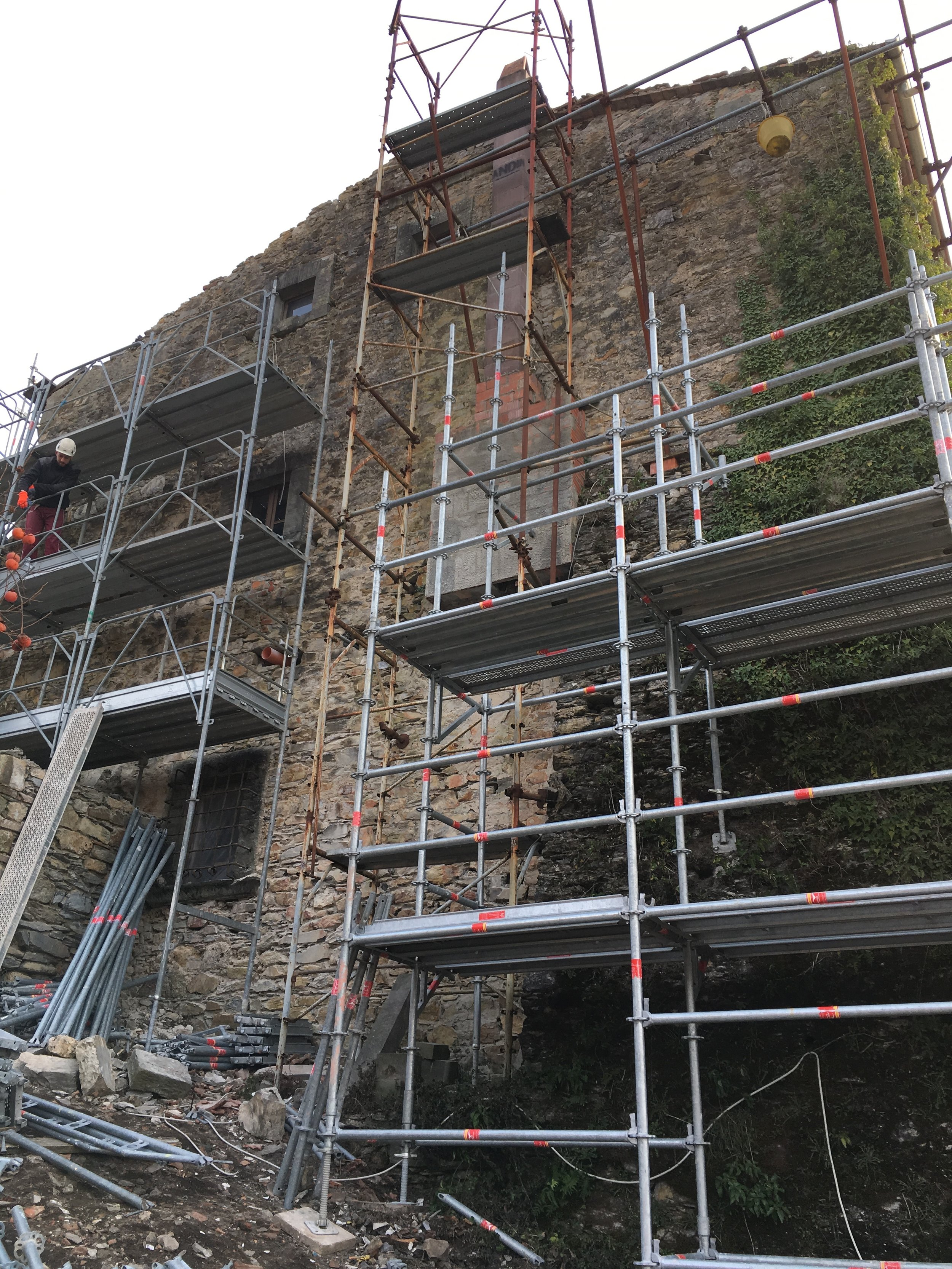 3 floors of scaffolding to scale the Fortress…