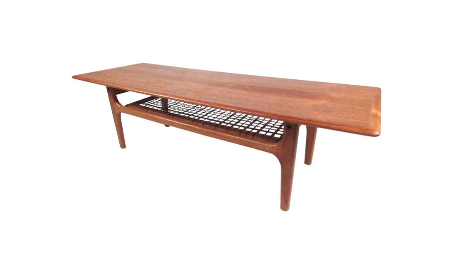 Trioh coffee table in teak with rattan shelf