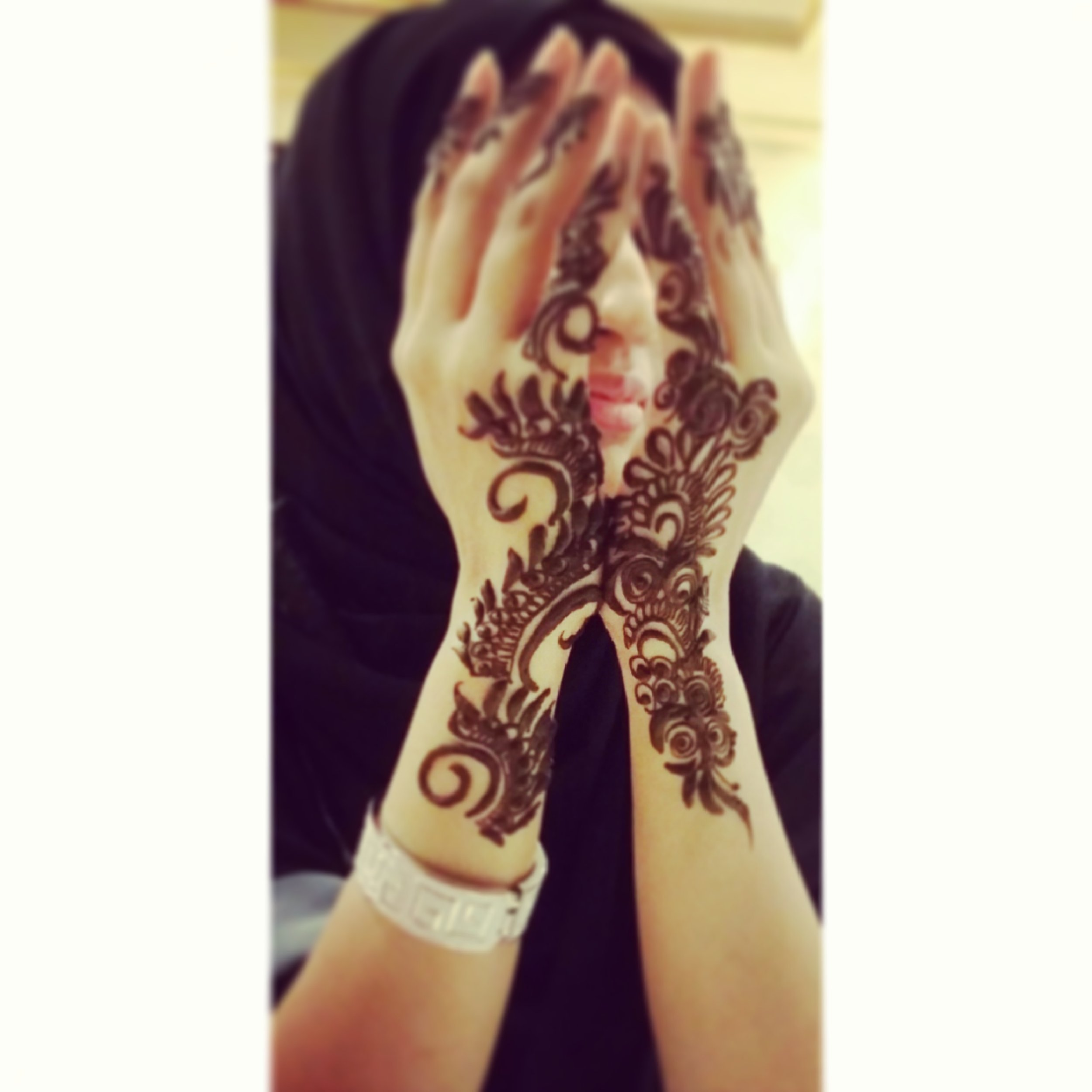 A finale to my hardwork with awesome Henna on my hands