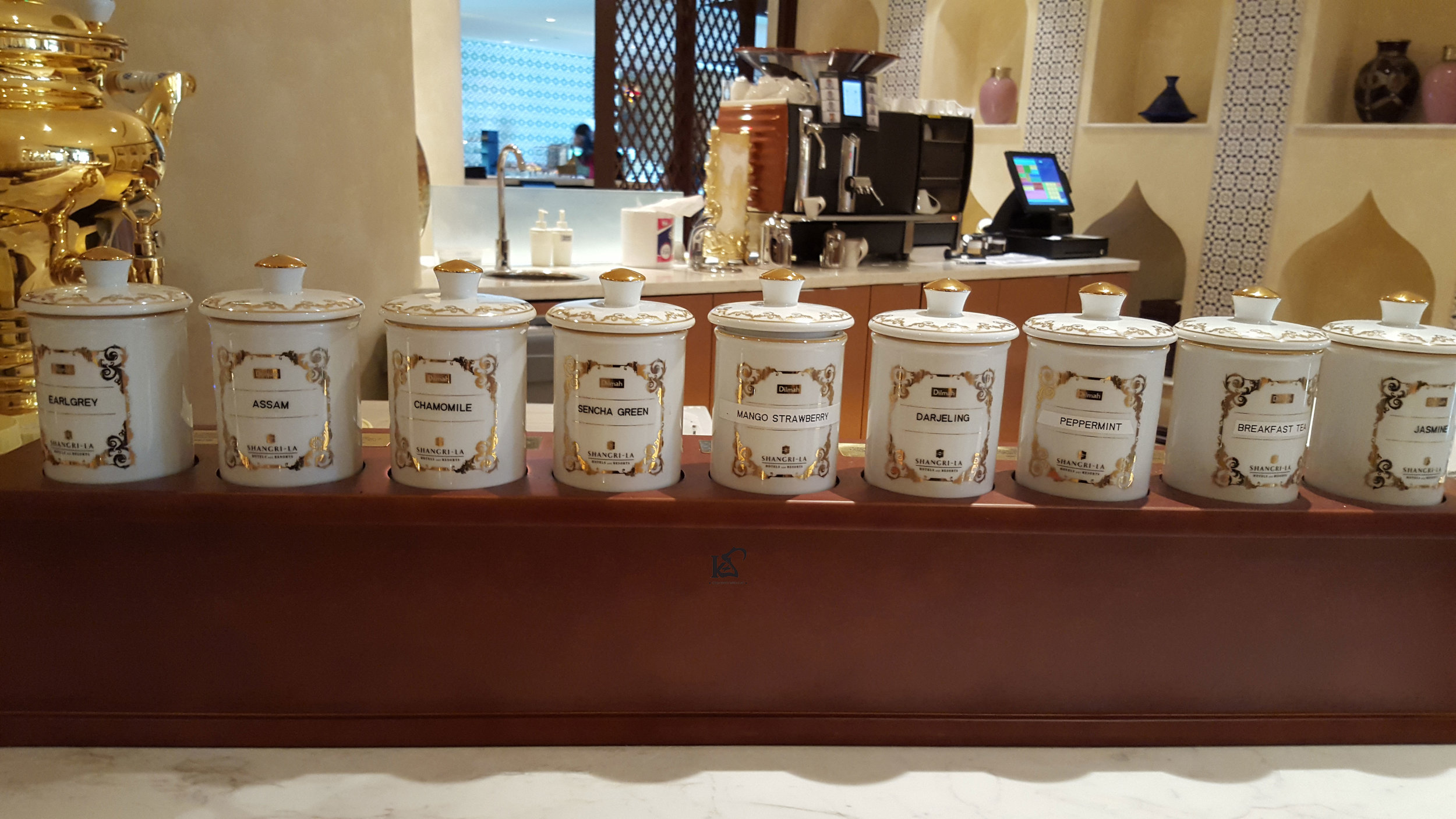 Look at these choice of teas! It's a lot,and it's beautiful