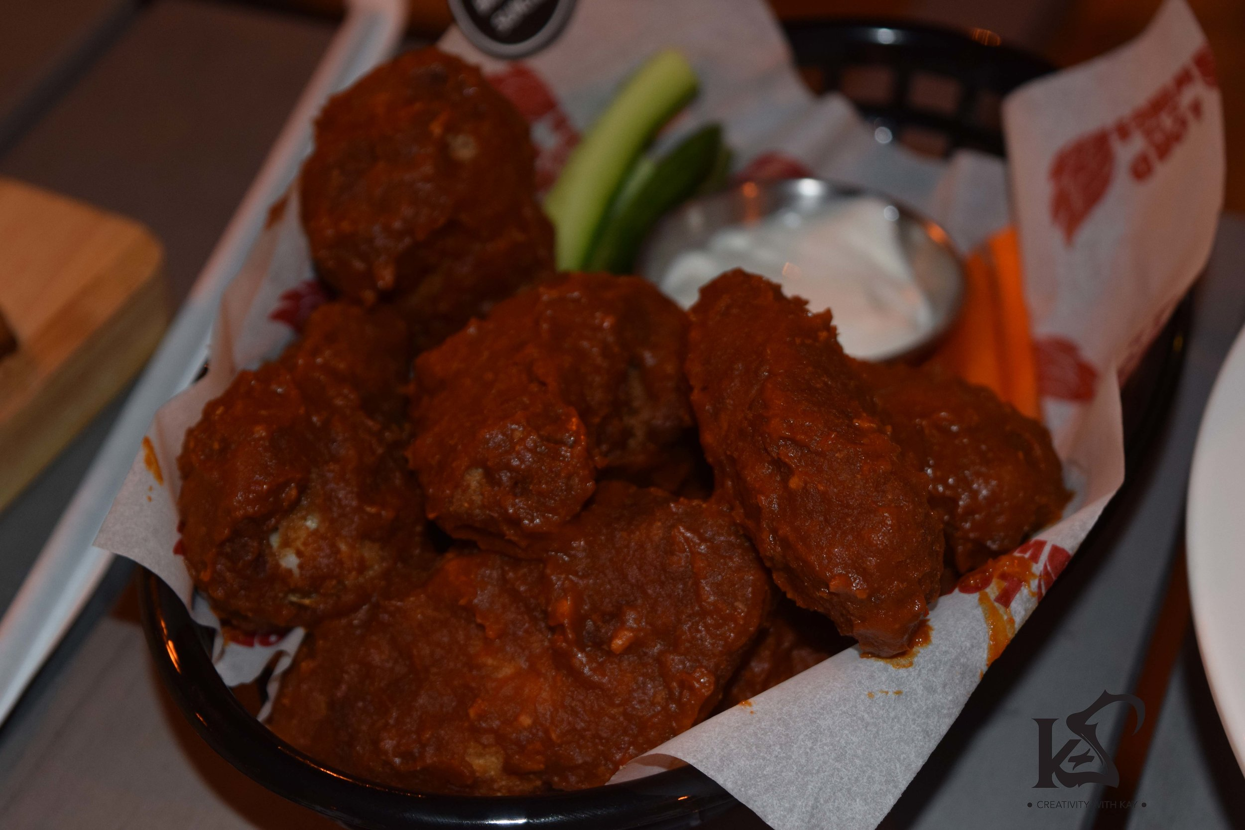 qatar-blogger-khansa-lord-of-the-wings-breaded-wings