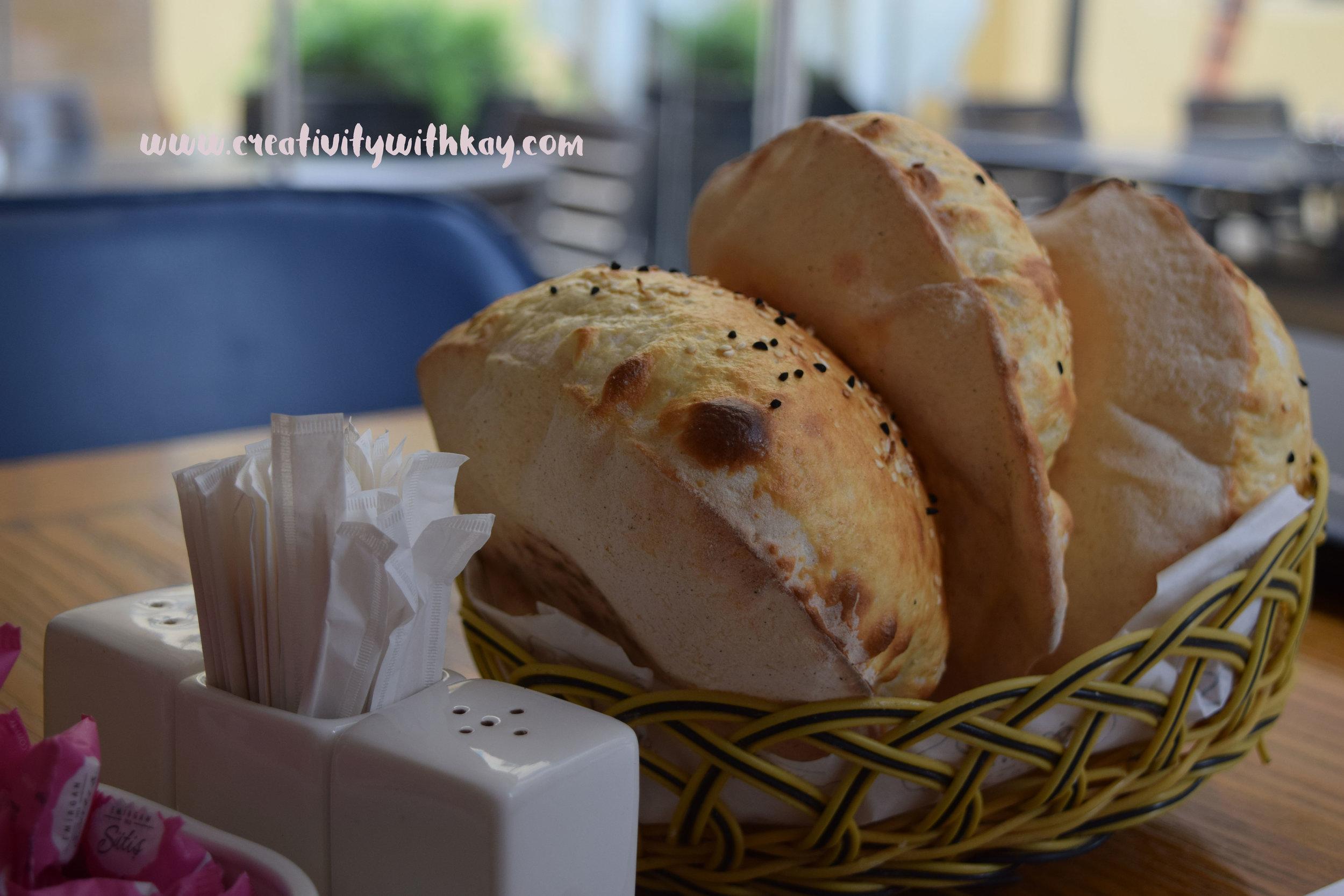 ramadan-2016-iftar-qatar-blogger-khansa-turkish-emirgansutis-bread.jpg