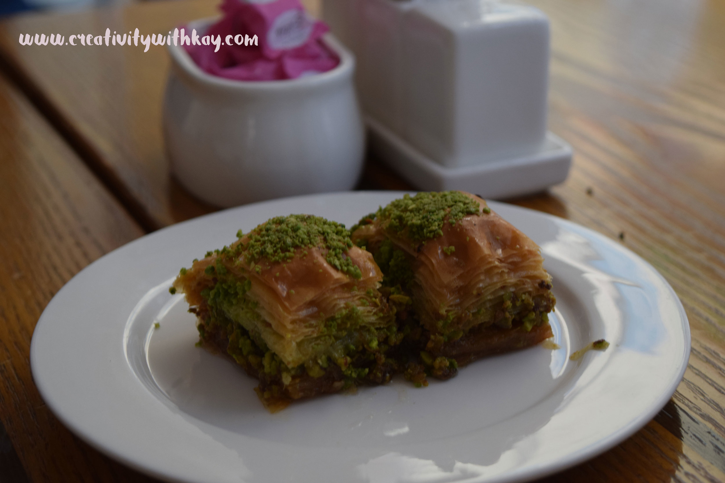 ramadan-2016-iftar-qatar-blogger-khansa-turkish-emirgansutis-baklava.jpg