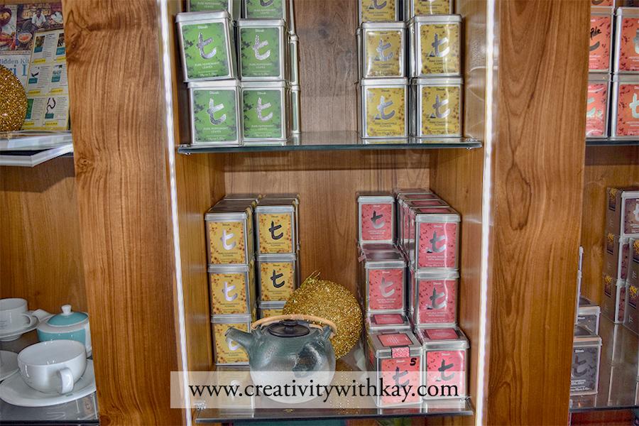 qatar-travel-blogger-khansa-dilmah-tea-gifting-srilanka