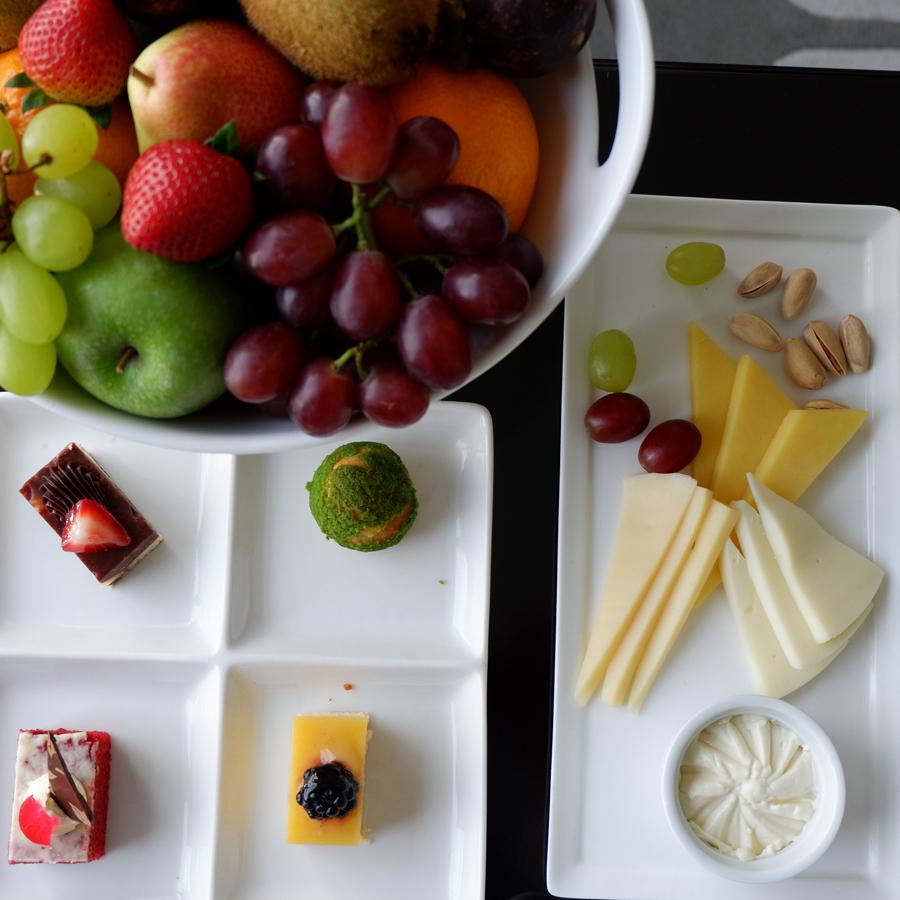 ezdan-hotel-qatar-welcome-platter.jpg