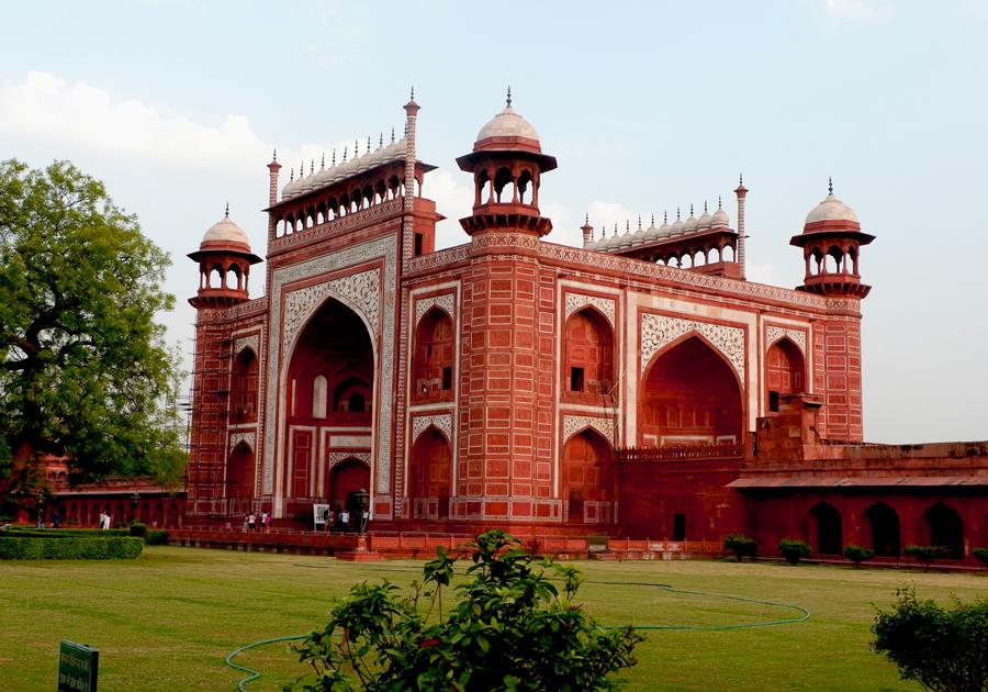Taj-Mahal-gate.jpg