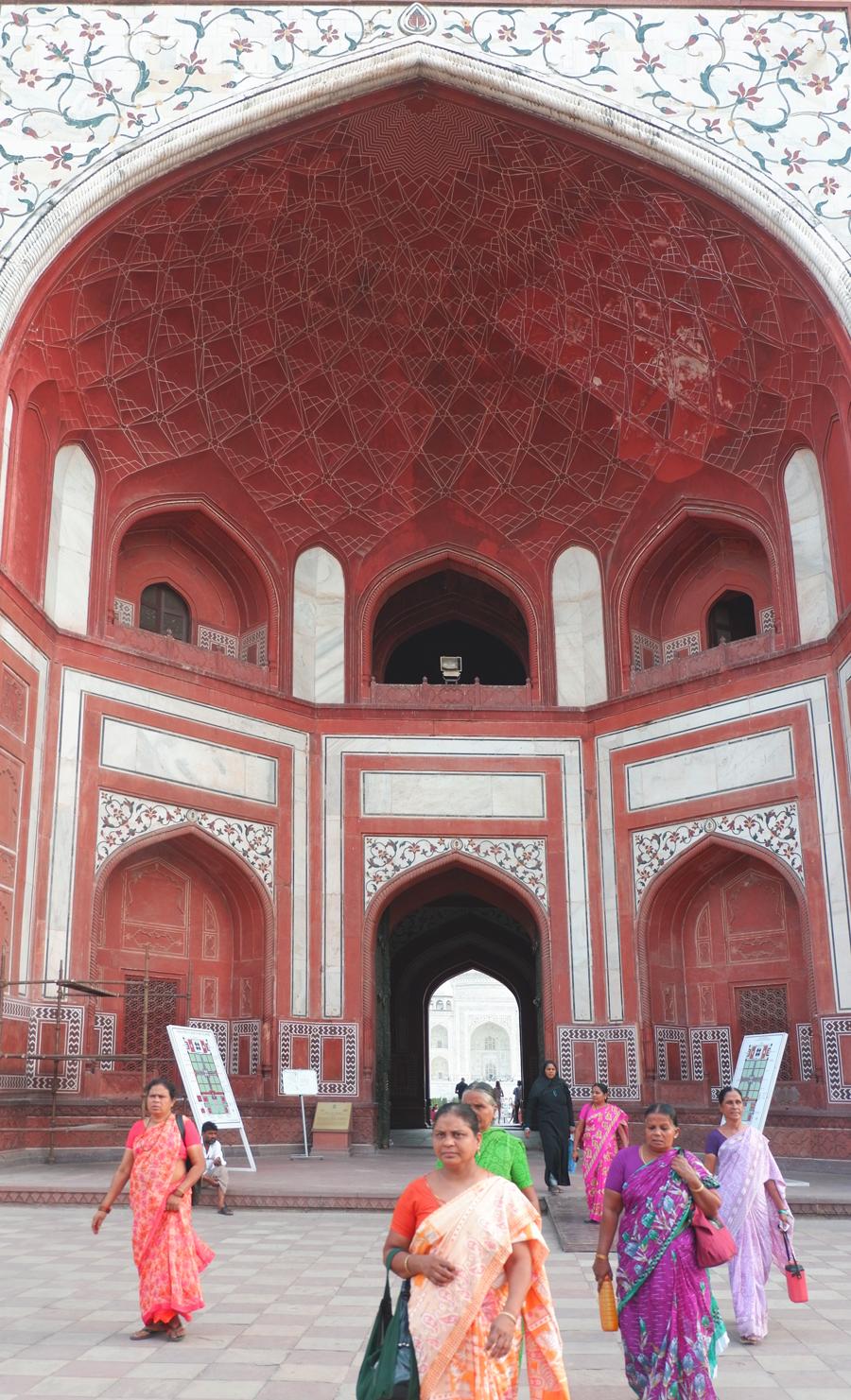 Taj-Mahal-gate1.jpg
