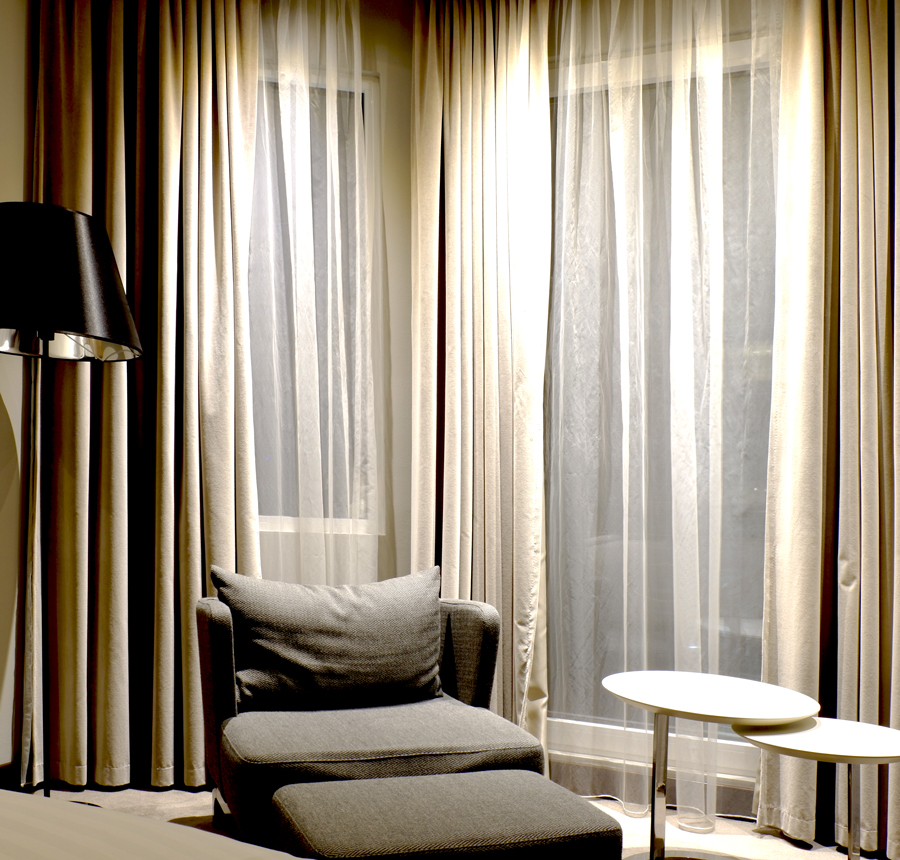 Marriott_DeluxeRoom_Lounge.jpg