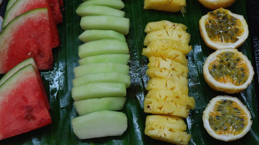 Kandolhu_breakfast_Fruits.jpg